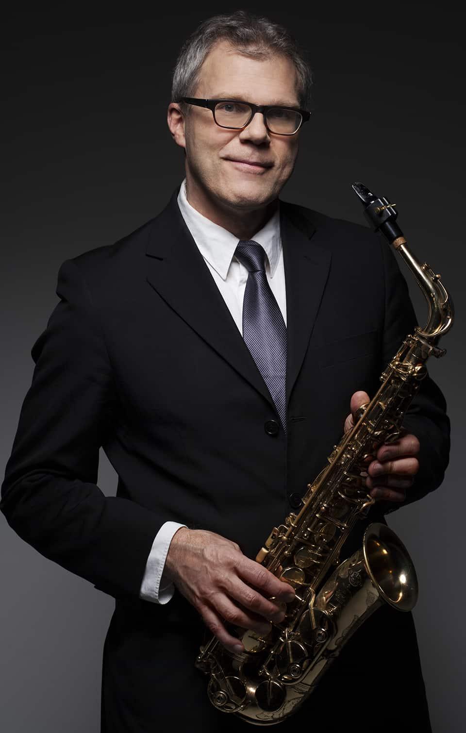 Sven Fridolfsson, altsaxofon (vik.)